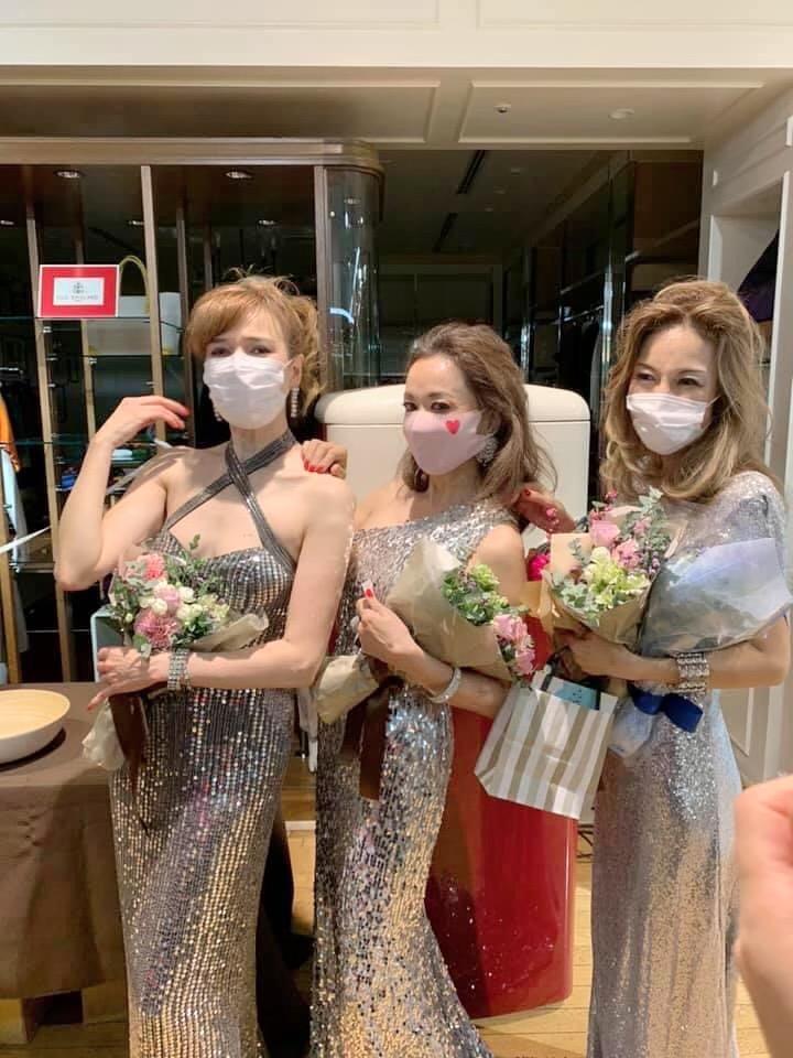 朝倉さん 3人でマスク