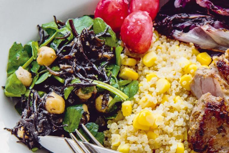 ひよこ豆のサラダやピクルス、ガスパチョなど、手軽に楽しめるレシピのご紹介!/万能「お酢の玉ねぎドレッシング」使いこなし術②
