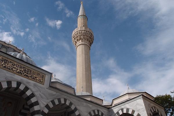 東京のモスクで、 1日トルコ旅行体験をする