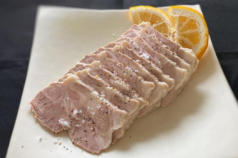 鍋ひとつでOK! 温活・美肌・免疫力に。万能! お正月に食べたい、酒かすしっとりゆで豚
