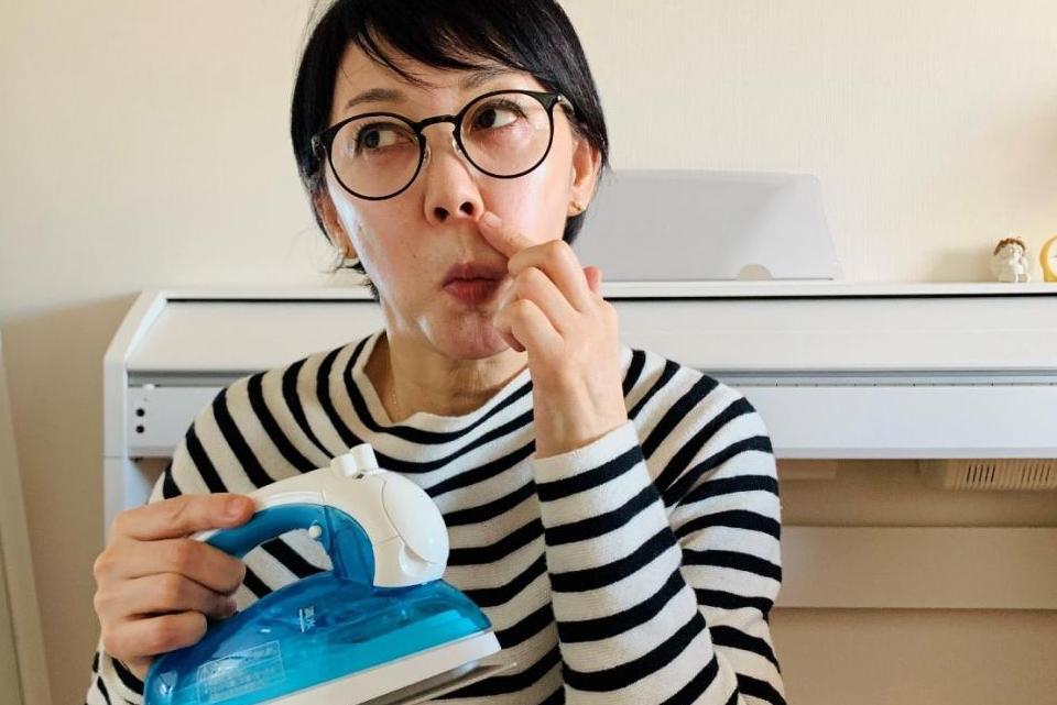 大掃除や、アイロンがけしながら「マスク老け撃退顔トレ」でシワ、たるみを解消!! 50代人気歯科医師も実践!!
