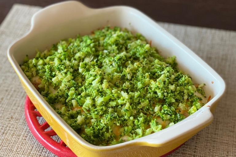 深い緑が美しいブロッコリーで、ビビッドなクリスマスのひと皿を!