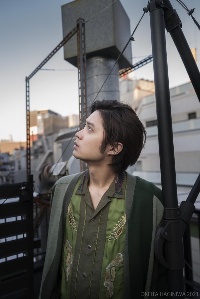 磯村勇斗さんの横顔写真