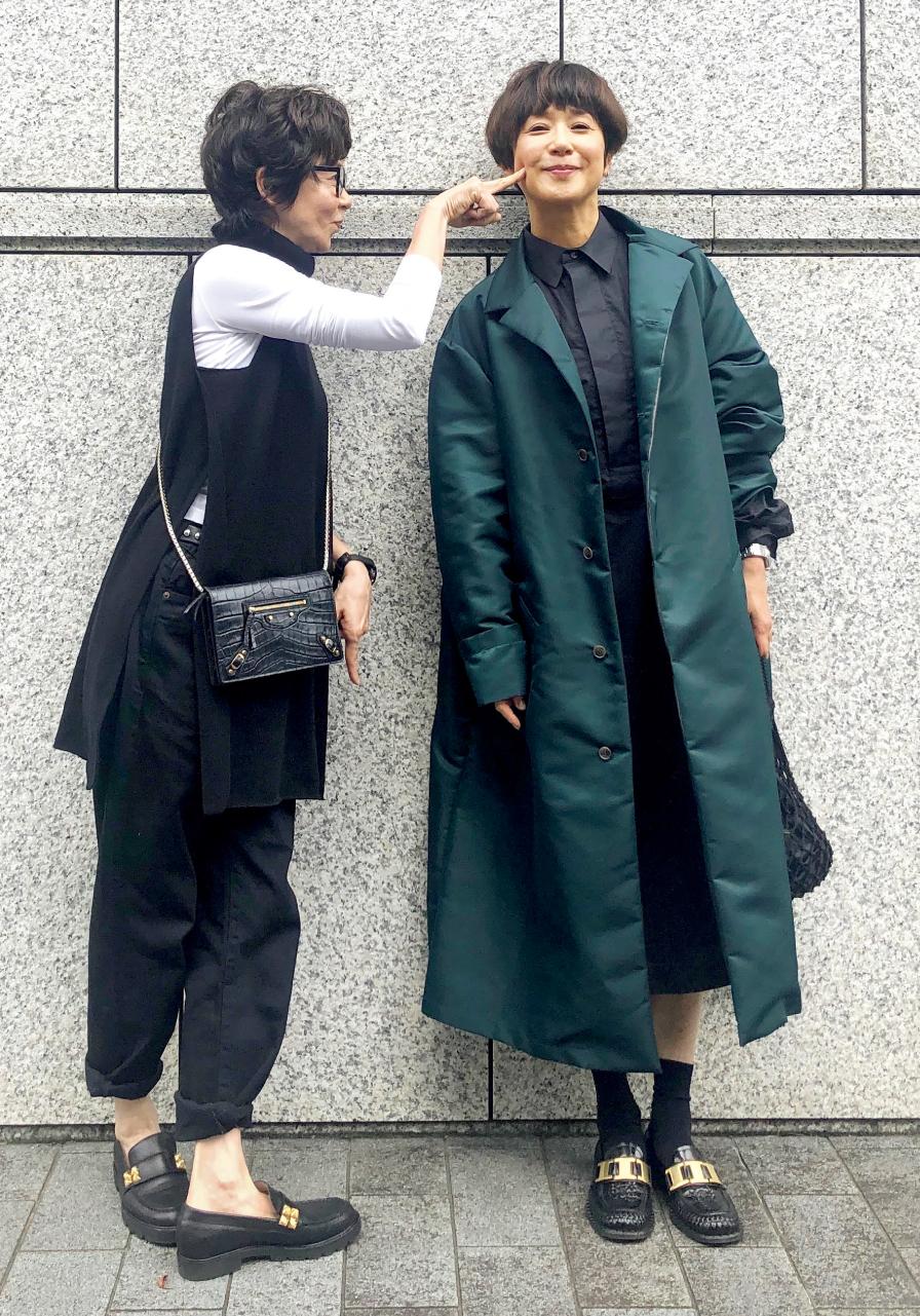 黒田知永子さん seya.のグリーンのコートと、プラン シーのワンピース