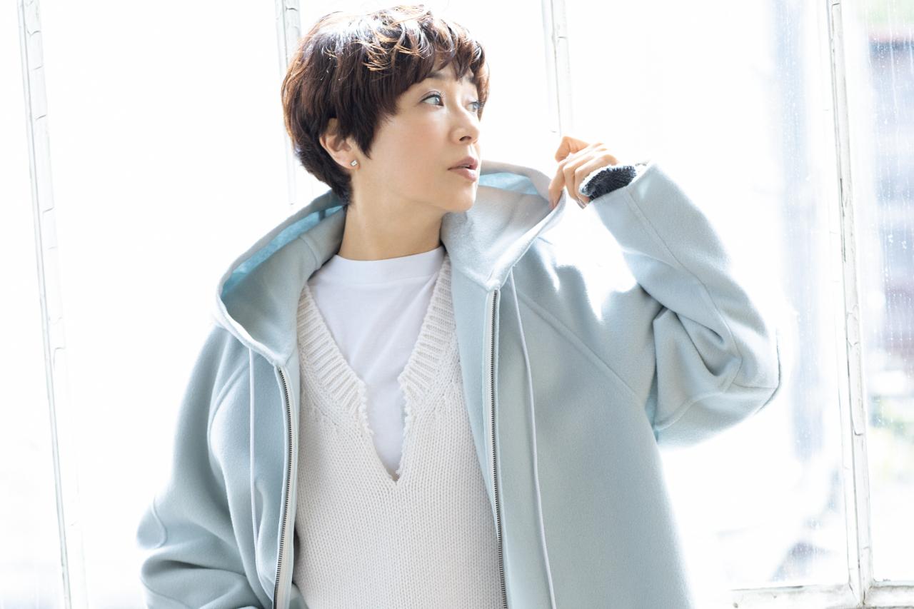 黒田知永子さんが着る/リュクス素材のパーカジャケットで大人スポーティに!