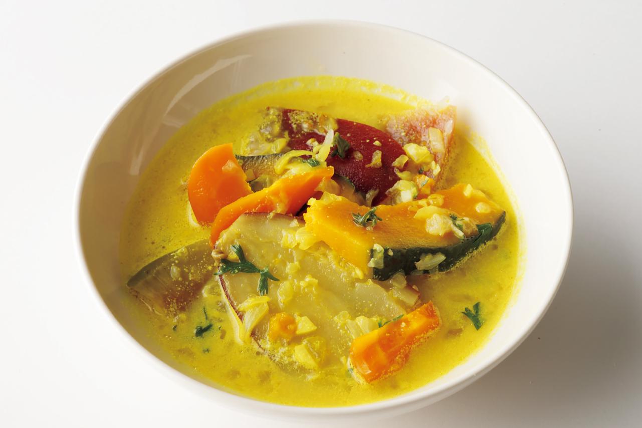 エスニックな味わいにした根菜のスープ