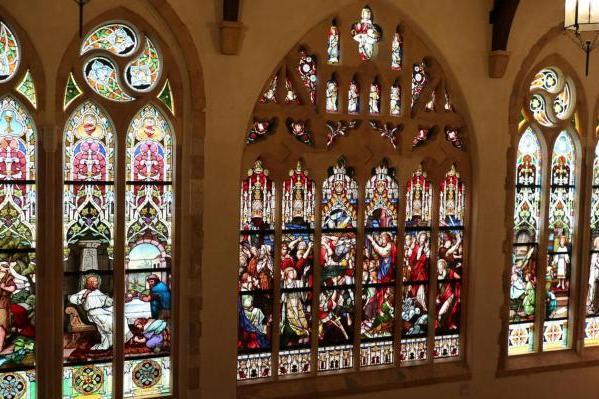 一瞬にして中世のイギリスにタイムトリップしたような気分に。石造りの貴族の館へ。