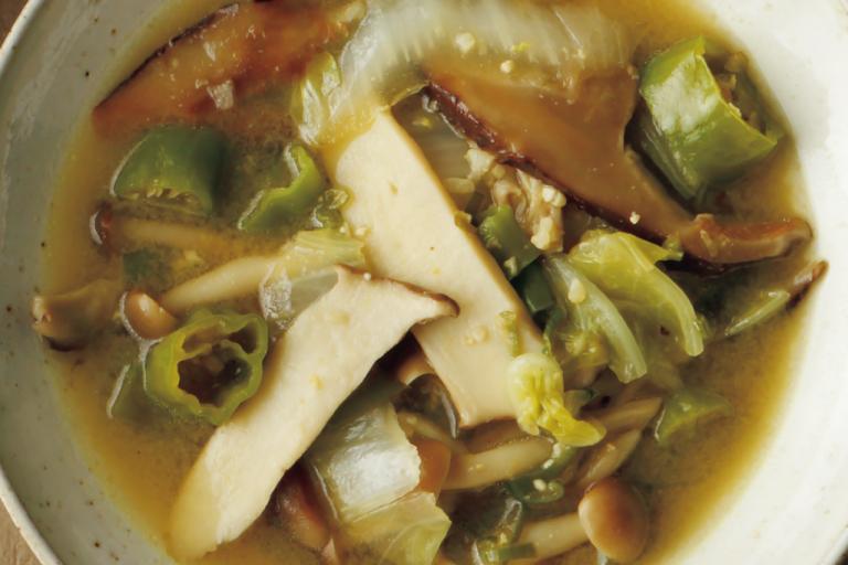 味噌+マスタードで深い味わいに「きのこと野菜のスープ」/野菜スープに「+きのこ」で栄養価とおいしさアップ