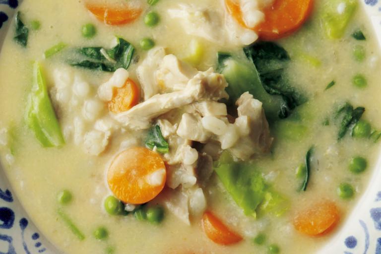 もち麦のとろみで優しくクリーミーな味わいに「チキンと野菜のスープ」/野菜スープに「+肉」で栄養価とおいしさアップ