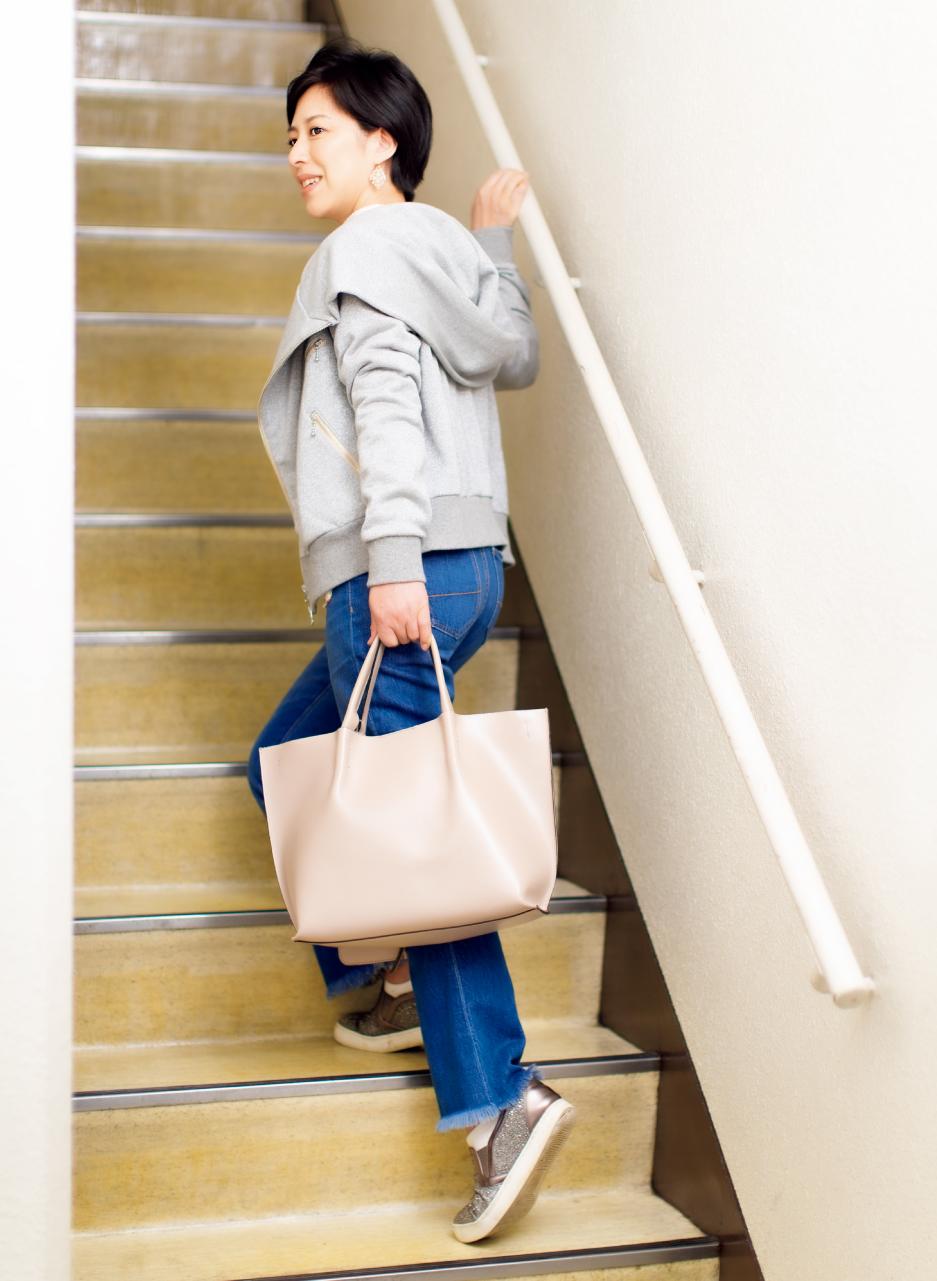 よく歩き、よく階段を上る。4階のオフィスにも階段で