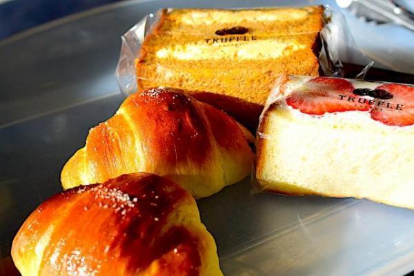 パンを買いに広尾へ。有栖川宮記念公園でカモに癒される。