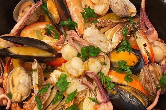 「バーミキュラ」のフライパンで、旨味たっぷり野菜も摂れるパエリア!