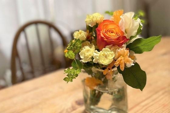 元気をくれるビタミンカラーの花束とパスタディナー