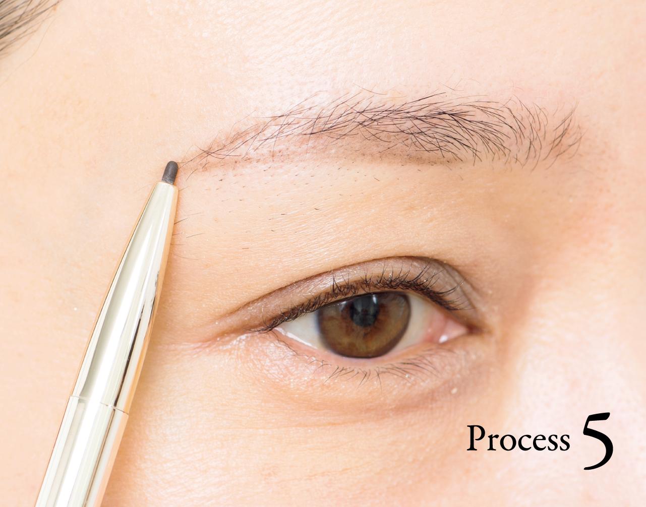 Process 2で描いた直線と眉尻をつなげる