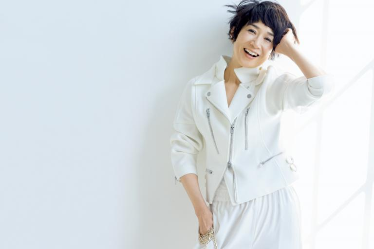 黒田知永子さん  「日差しに春を感じると、白が着たくなります」