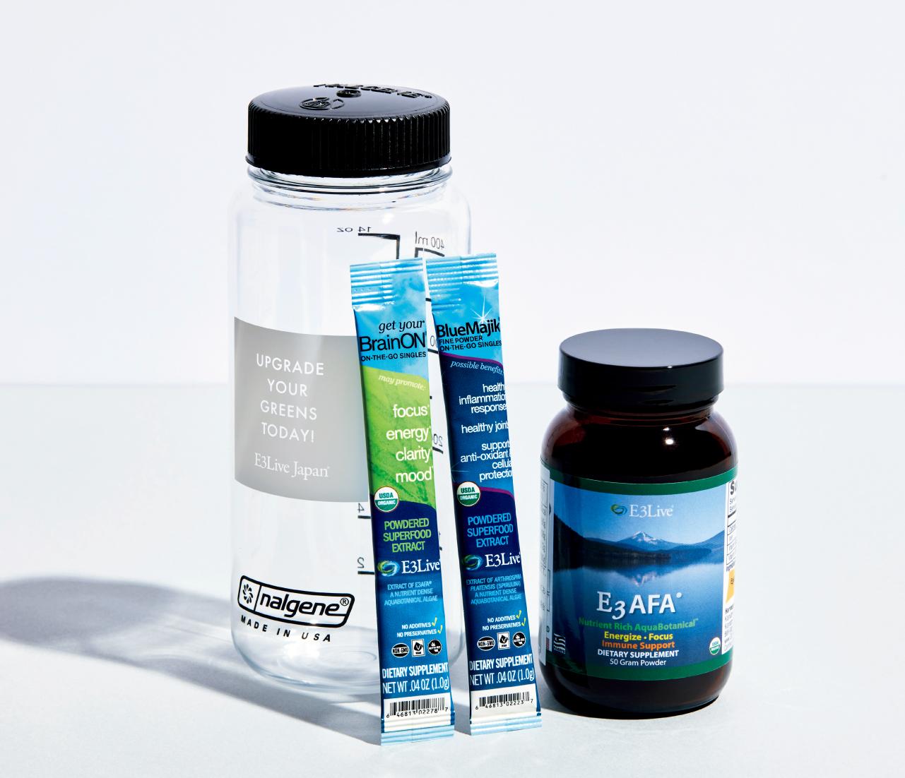 AFAパウダー(朝食置き換え用のブルーグリーンアルジーパウダー)1瓶、BlueMajikパウダースティック(スピルリナ抽出物)5本、BrainONパウダースティック(ブルーグリーンアルジー抽出物)5本、E3Live オリジナル ナルゲンボトル、プログラムガイド ¥16,200/イースリーライブジャパン