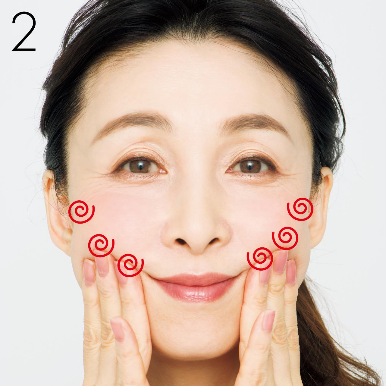頰骨下のラインに沿って、髪の生え際付近の耳前まで、3本指でぐりぐりぐり
