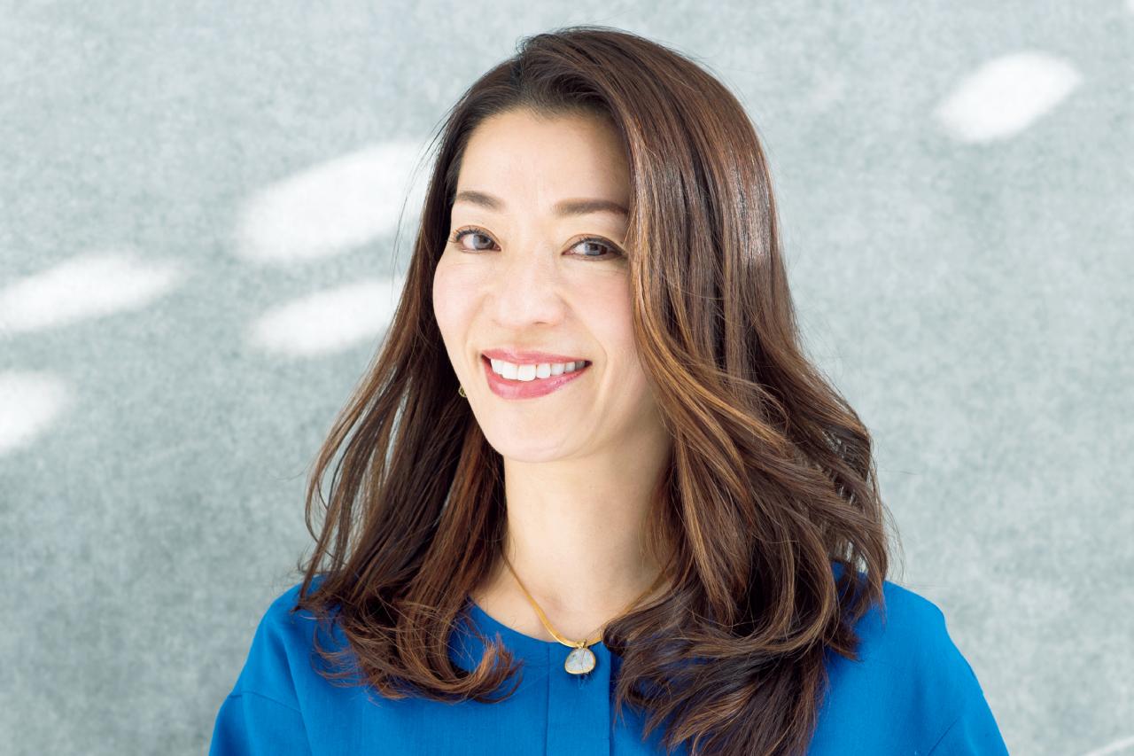 田口陽子さん ブラウス¥40,700/ワールド プレスインフォメーション(モディファイ) ネックレス¥31,900/チャン ルー ジャパン ショールーム(チャン ルー)