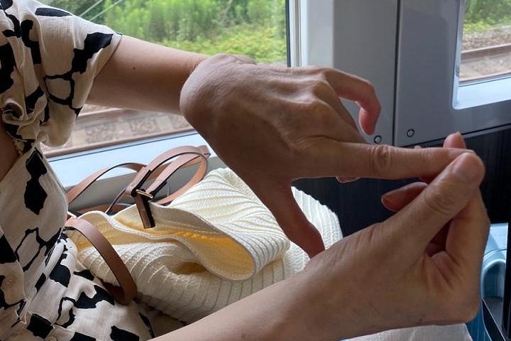 なぜ使わぬ? 指や手の不調にこそ、ホルモン補充療法(HRT)を!