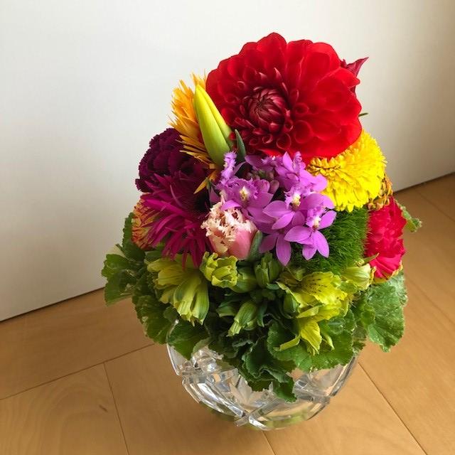東信『JARDINS des FLEURS (ジャルダン・デ・フルール)』大ぶりな花のカラフルなブーケ