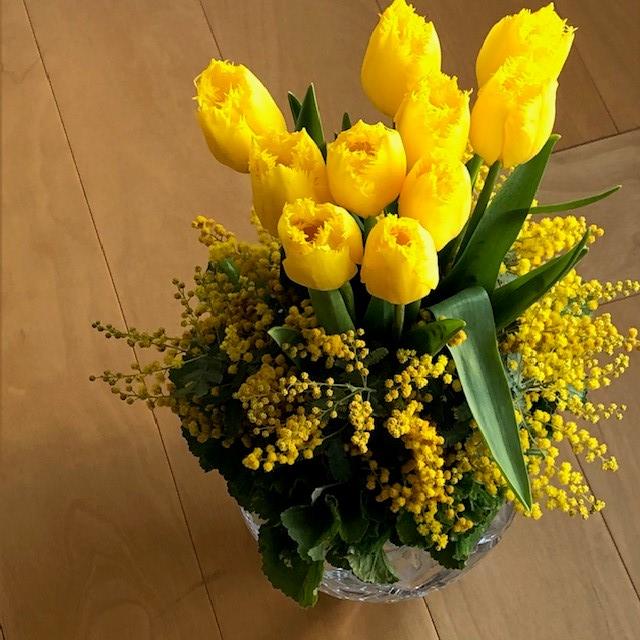 東信『JARDINS des FLEURS (ジャルダン・デ・フルール)』黄色いチューリップとミモザ