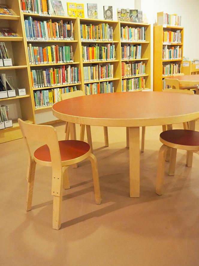 フィンランド ロヴァニエミの図書館 アアルトチェア