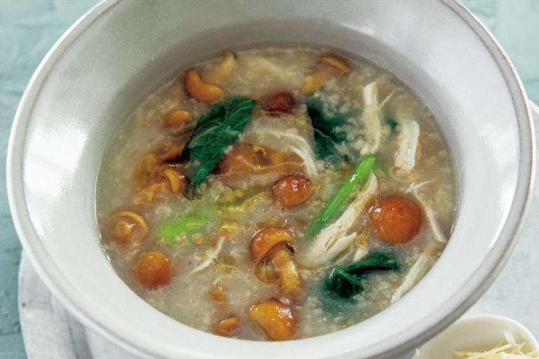 鶏胸肉となめこ、小松菜のオートミール粥風/食物繊維が効く「朝の具だくさんスープ」②