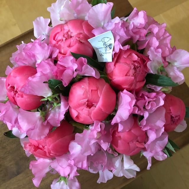東信『JARDINS des FLEURS (ジャルダン・デ・フルール)』ピンクのシャクヤクとスイートピー