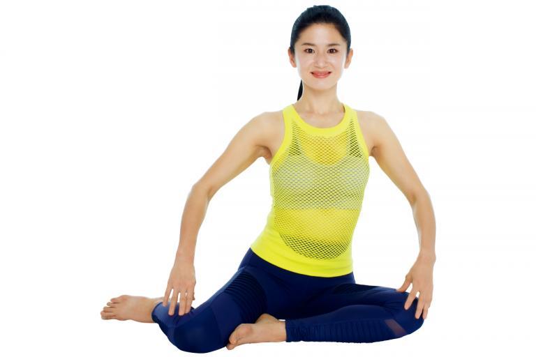 骨盤の左右のゆがみを整える「 横座りおしり筋伸ばし」基本STEP2/Naokoさんの「美ボディ」ストレッチ②