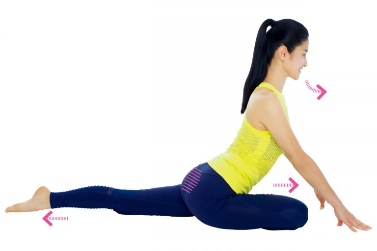 股関節の柔軟性をアップする「前後開脚でおしり筋伸ばし」基本STEP4/Naokoさんの「美ボディ」ストレッチ④