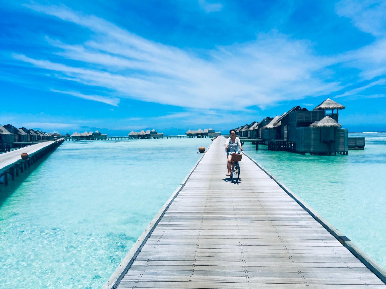 ギリ・ランカンフシの水上コテージ。島から遠いので自転車で移動する