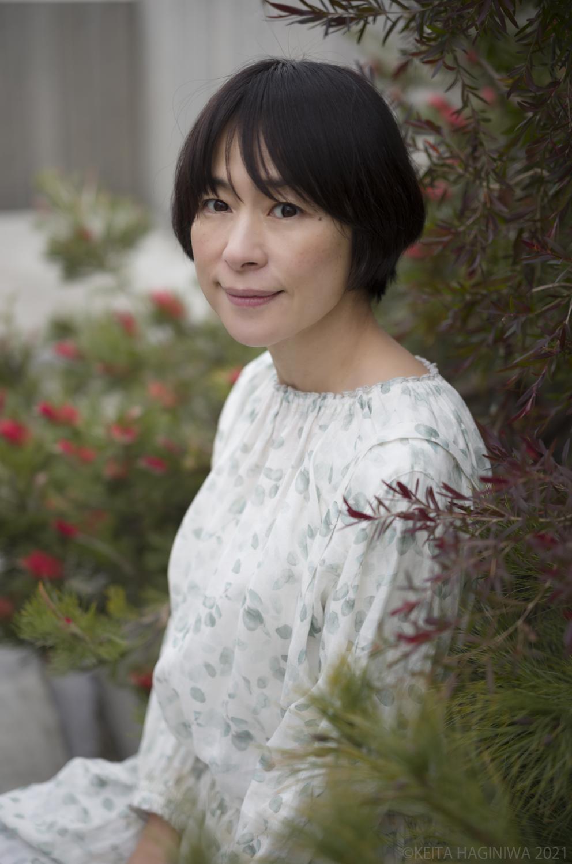 西田尚美さん座り写真