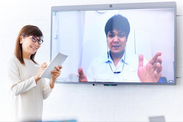 増田美加さん、森永製菓山本さんをオンライン取材中