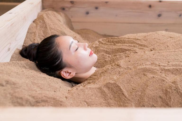 50代の免疫力と代謝力、肌力強化のために向かった『酵素浴』のパワーとは?!
