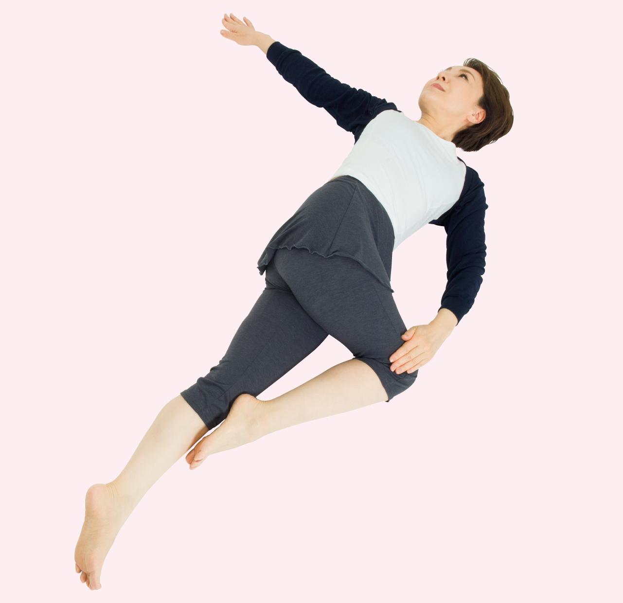背中・腰・太ももをグーッと伸ばす動作