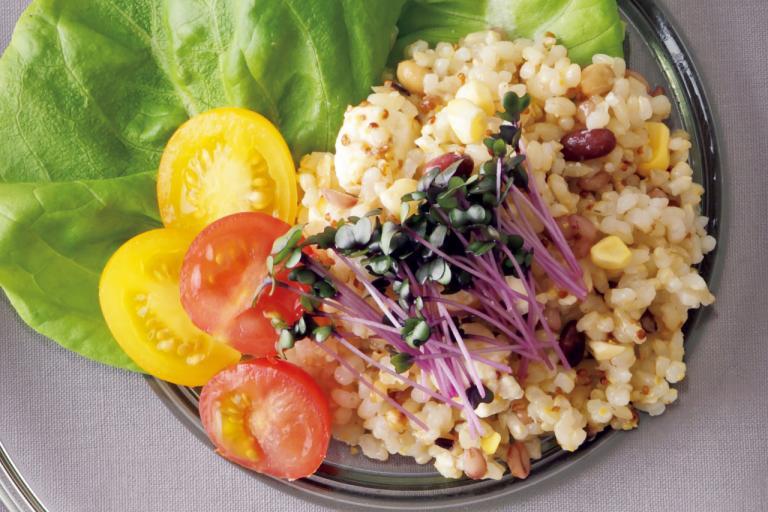 雑穀ミックスは豆入りを選ぶとさらに栄養充実「玄米&雑穀のライスサラダ」/ミネラル不足解消レシピ⑤