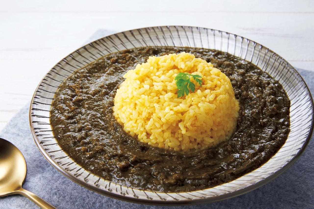 炒めた玉ねぎと野菜だしに、大豆ミートとほうれん草などの野菜をたっぷり使用。
