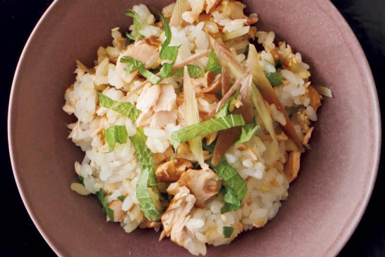 大葉、みょうが、ごまのミネラルをプラス「甘酢鮭の香味野菜混ぜご飯」/ミネラル不足解消レシピ⑥