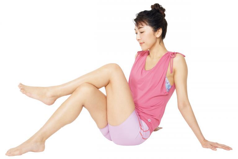 動画でチェック! 筋膜が固まりがちな足の内側のほぐし方【筋膜ほぐし方法・後編】/「ぽっこりお腹」凹ませ<実践編②>