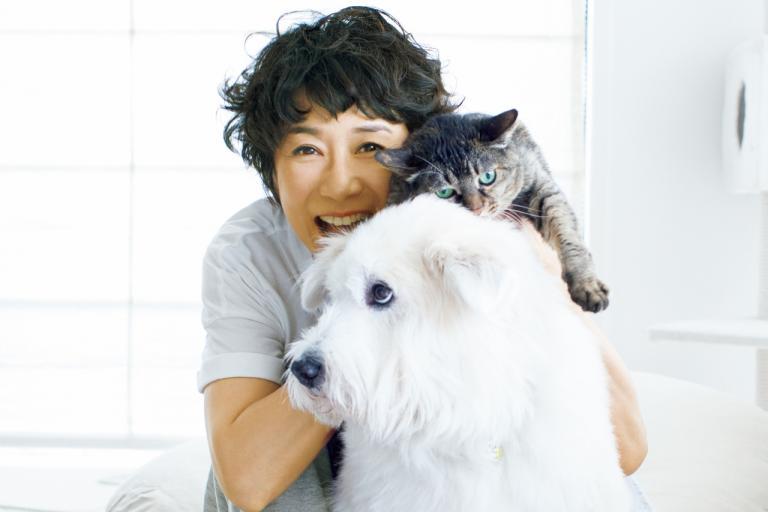 黒田知永子さんの大切なもの「保護犬、保護猫の3匹」「住まいの香り」「気の置けない友達」