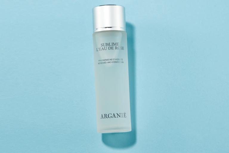 ローズの優雅な香りに包まれてしっとりしなやかな肌に/アルガニエ スブリーム オードゥ ローズ