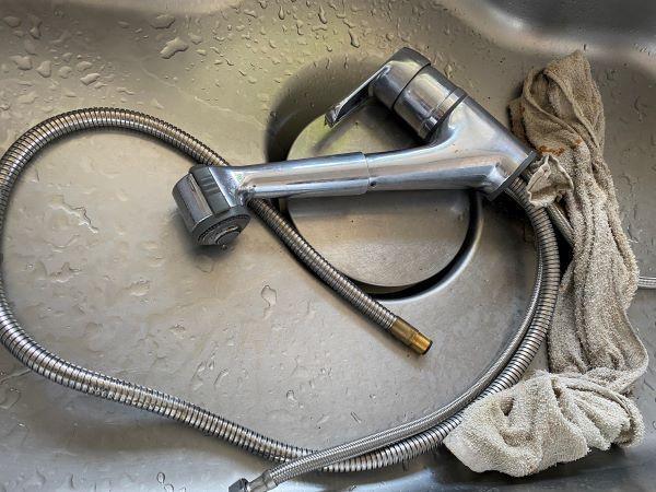 マドレーヌ 水漏れ水栓交換中